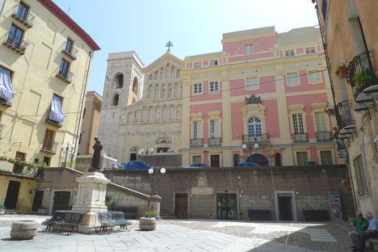 Cattedrale e piazza Carlo Alberto
